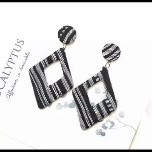 5/$12💞 Black White Boho Earrings